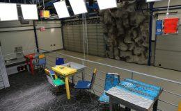 Hangar bar 2