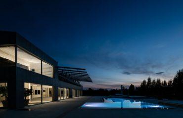 A Loft house with an infinity pool